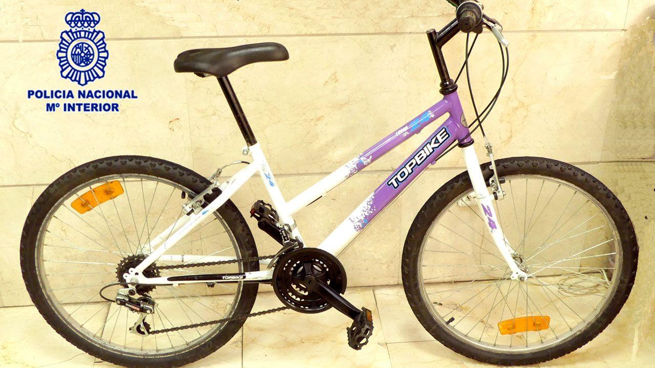 Las mejores imágenes del Deportivo - Almería.La bicicleta presuntamente robada cuyo propietario busca la Policía