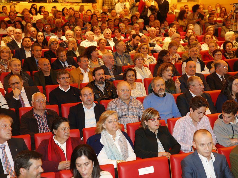 El público llenó el Auditorio de Abanca para escuchar al candidato.