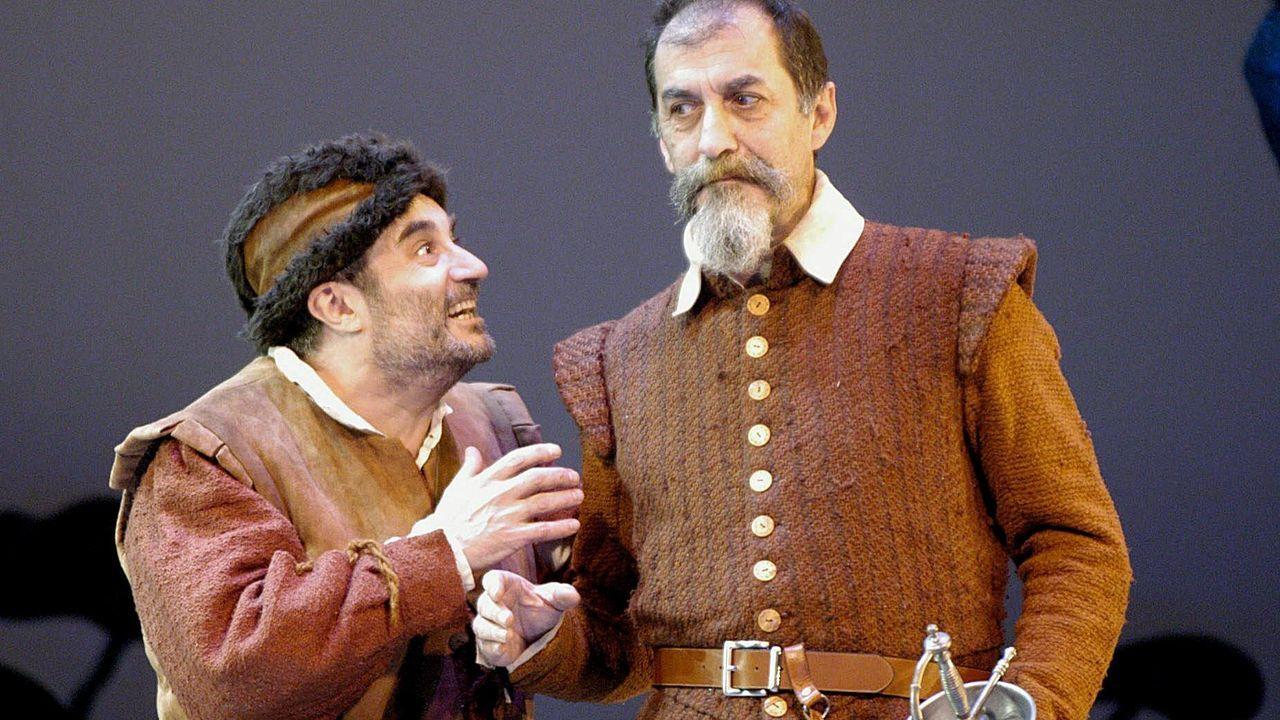Enrique Menéndez, en el rol de Sancho, y Ramón Barea, como don Quijote, en «Morir cuerdo y vivir loco», montaje sobre el texto de Fernán Gómez que él mismo dirigió en el 2004