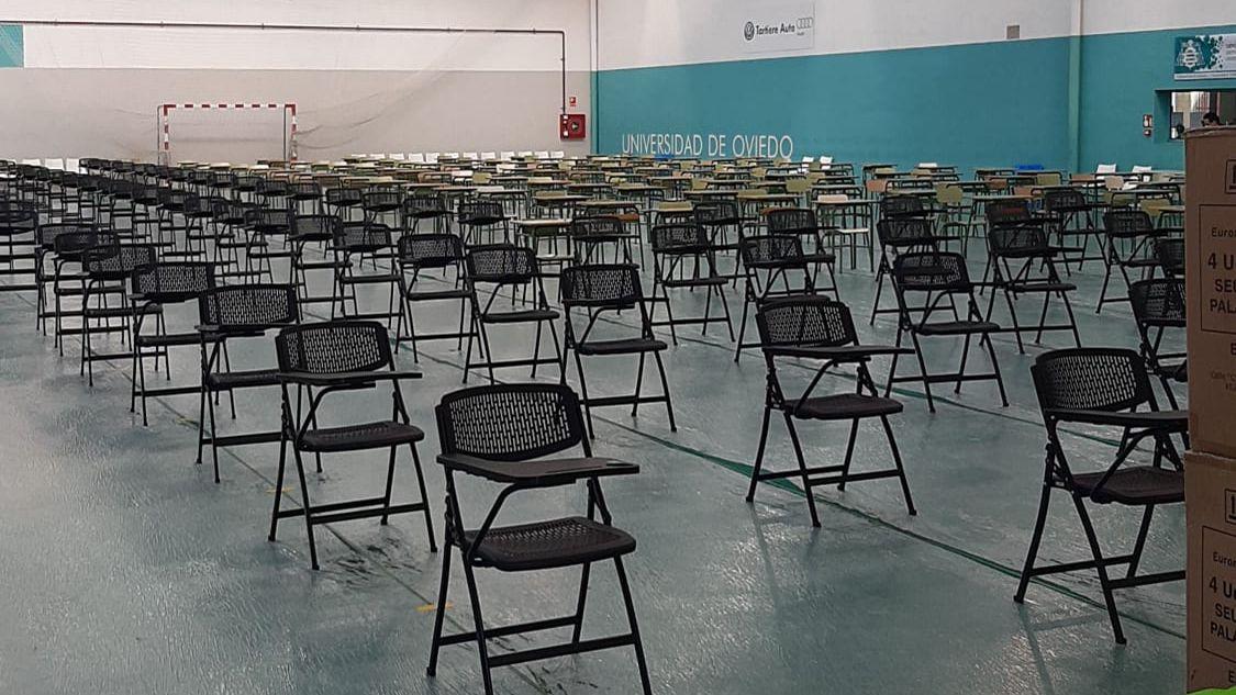 Así estaba preparado el examen de diferentes cursos de magisterio. Algunos alumnos aseguran que no había distancia de seguridad suficiente entre las sillas