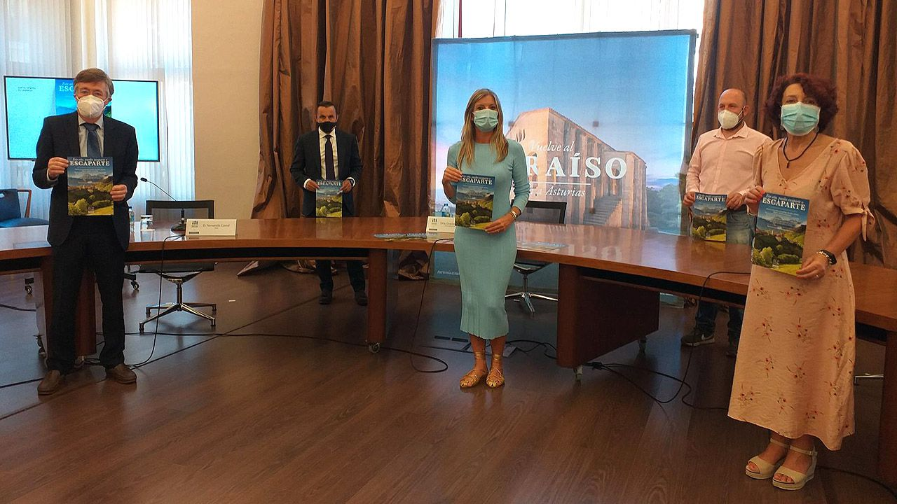 Sorpresa entre los turistas por el cierre de la Torre.Graciela Blanco, en el centro, durante la presentación de la nueva campaña de Turismo, «Asturias a lo grande»