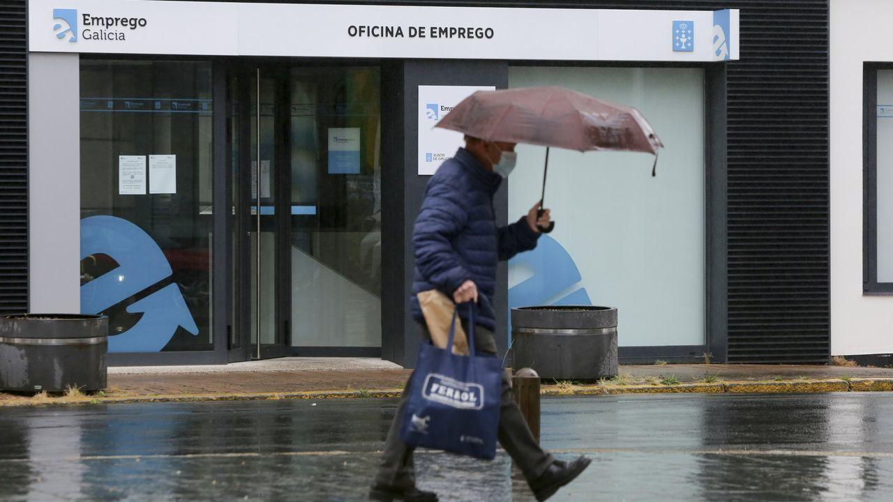 Ferrol es la ciudad gallega donde más preocupa el paro. En la imagen, una oficina de empleo de esa ciudad