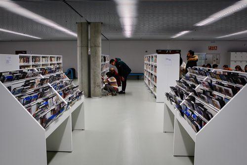 Biblioteca Pública de Ourense.El acceso a los fondos ha mejorado sustancialmente con el nuevo mobiliario.