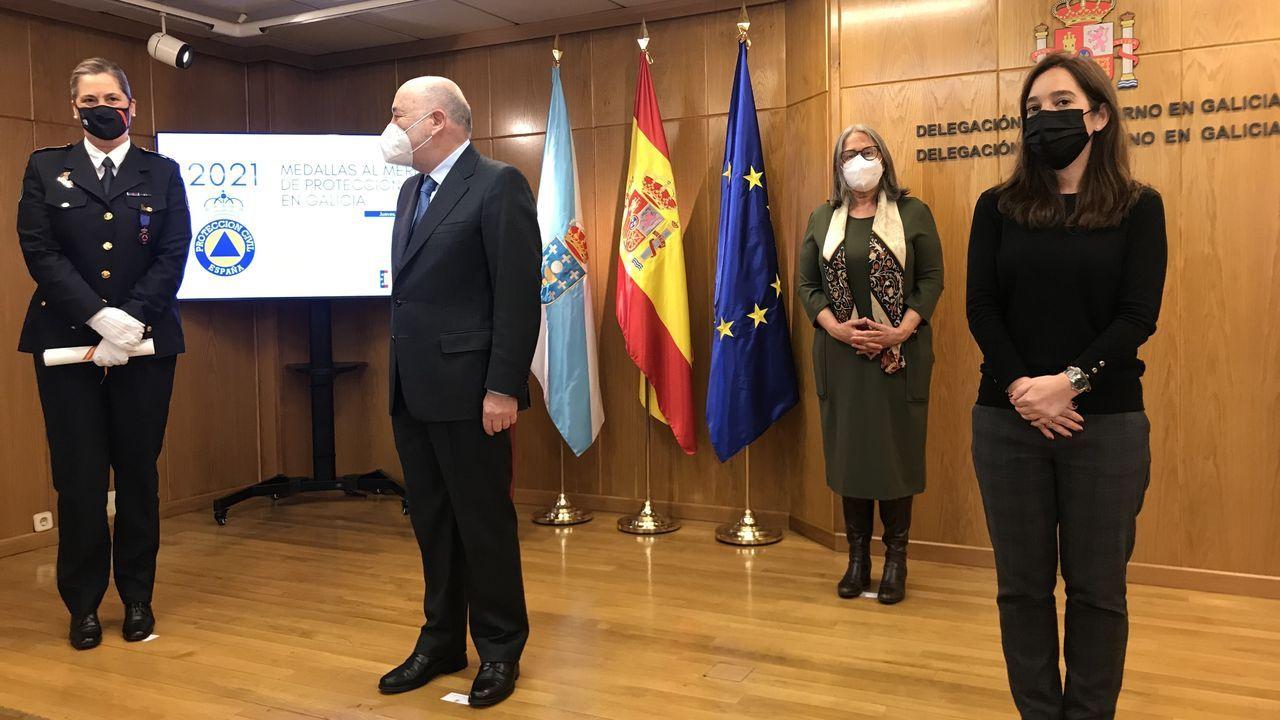La actual jefa de Protección Civil de Santiago, Begoña del Río, recibió esta semana la Medalla al Mérito de Protección Civil en la Delegación del Gobierno de A Coruña