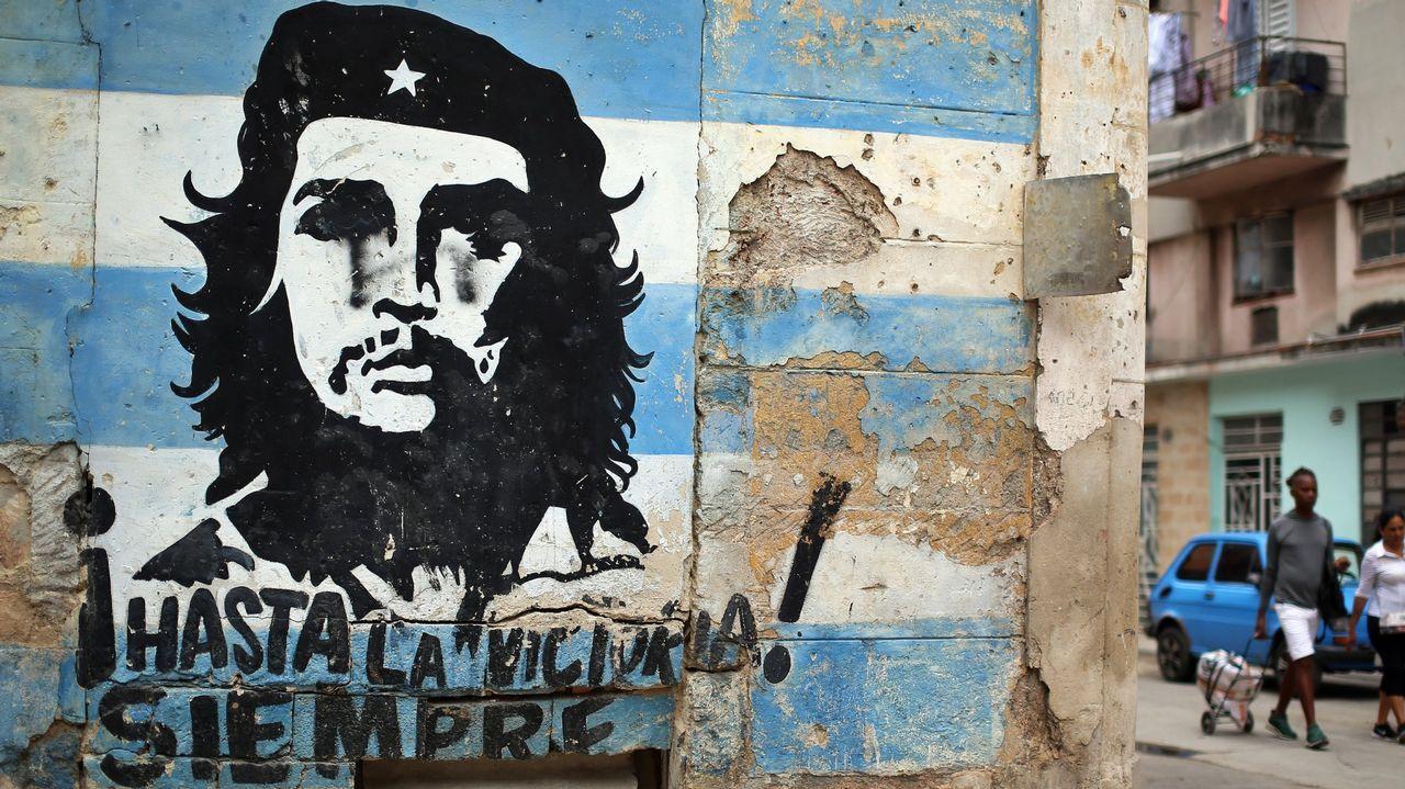 Los ciudadanos de a pie siguen sin demasiadas expectativas los cambios en la cúpula gubernamental. En la foto, una familia en La Habana