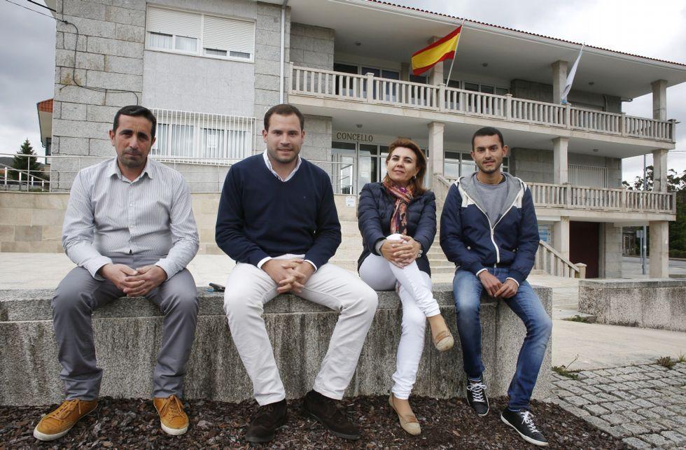 El alcalde de Oza-Cesuras en el pleno de la diputación.Manuel Suárez (Gañemos Cotobade), Jorge Cubela (PP), Lina Garrido (PSOE) y Anxo Santomé (BNG).