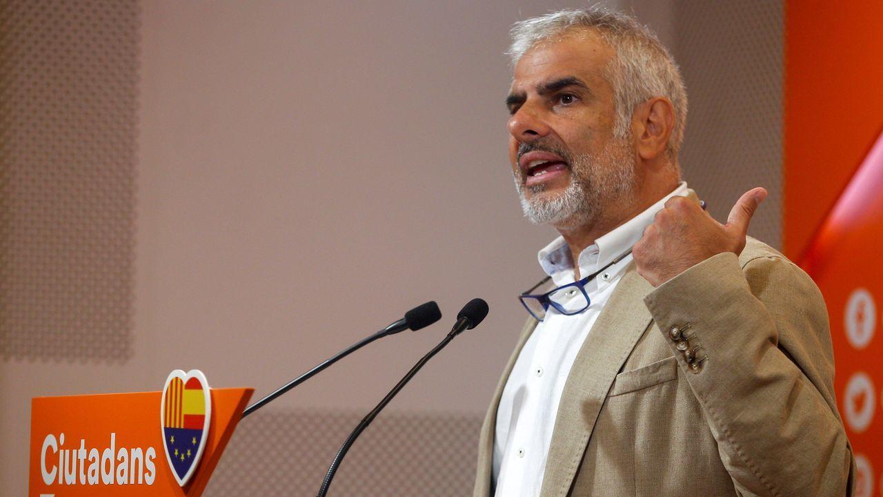 El líder de Ciudadanos en el Parlamento catalan, Carlos Carrizosa, durante la rueda de prensa ofrecida hoy
