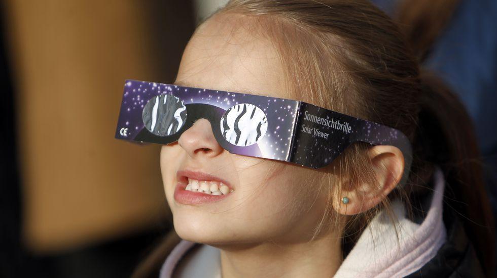 El eclipse solar, paso a paso.El eclipse, en Vigo