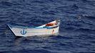 Una embarcación abandonada en una de las zonas de búsqueda y rescate frente a la costa africana