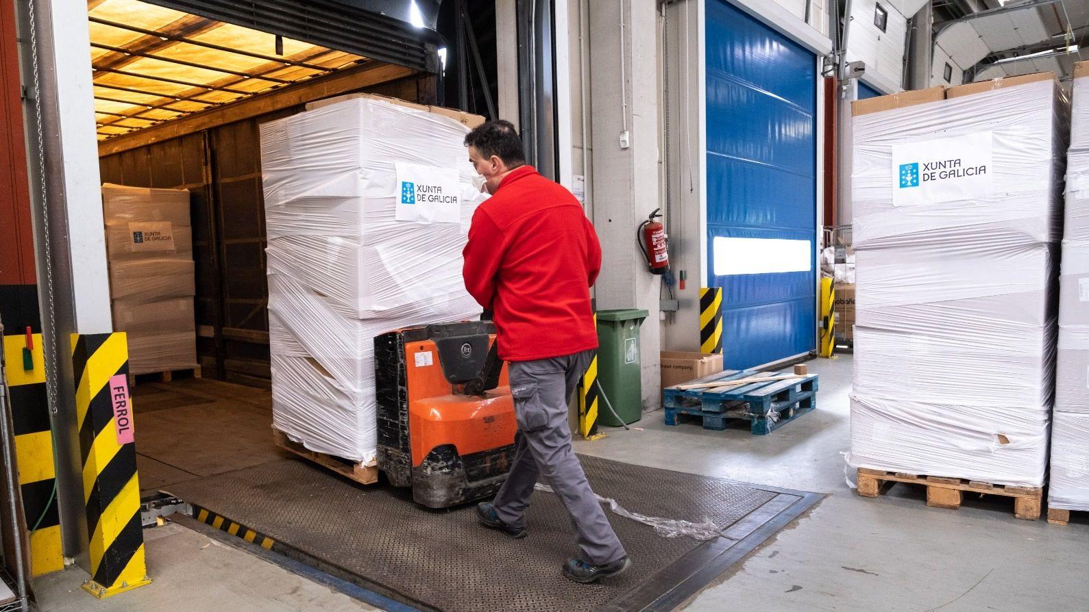 Galicia recibe dos millones de mascarillas.Humberto Teixeira, paciente dado de alta del coronavirus en el área sanitaria de Ferrol.