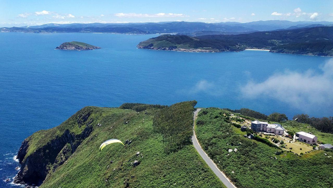Vista aérea del Semáforo de Bares (cabo), entrada de la ría e isla Coelleira