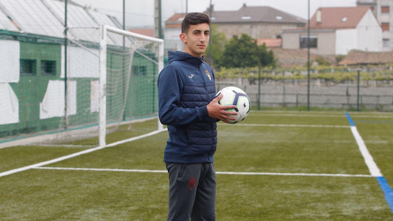 Pacheta Real Oviedo Elche.Richard Boateng tras ser cambiado en el Zaragoza-Alcorcón