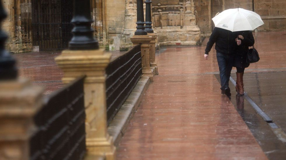 El tiempo para el puente: viento el viernes, lluvia el sábado y anticiclón el domingo.Lluvia en Oviedo