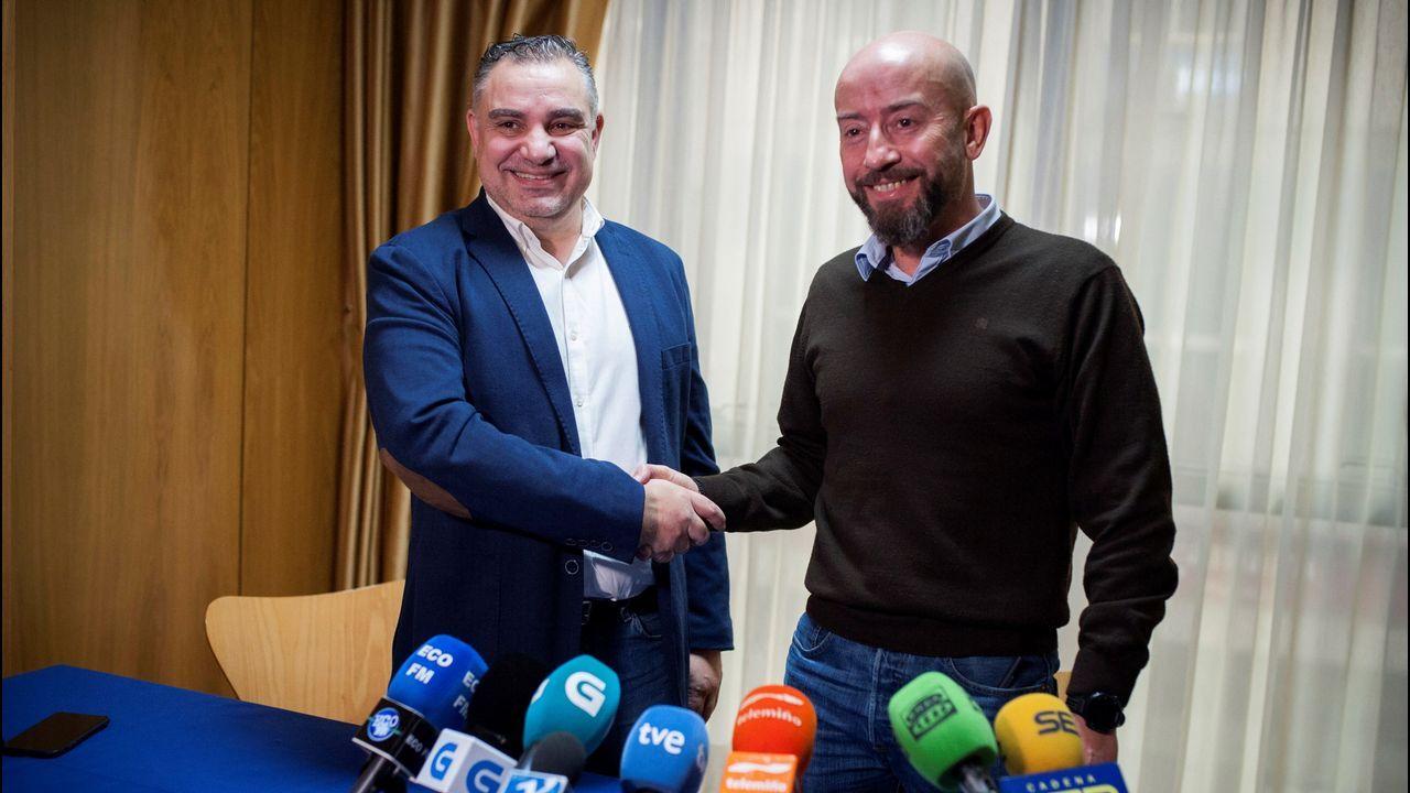 Así fue el recibimiento a Pablo Casado en Vigo.Laureano Bermejo y José Araújo (derecha), ayer.