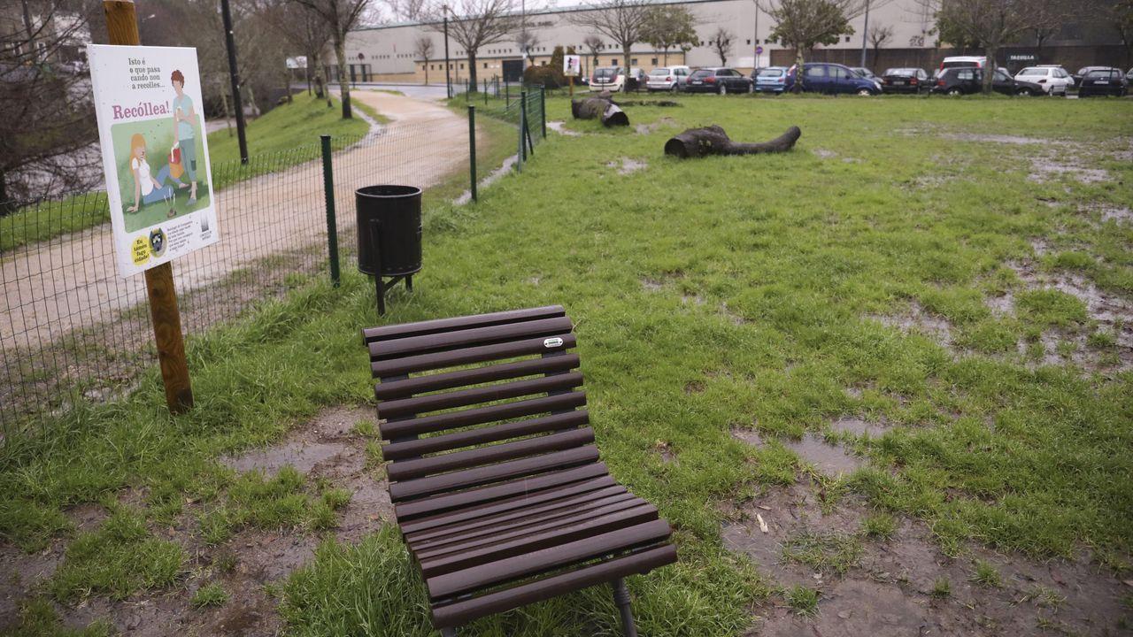 Viandantes hacen caso omiso del cierre de parques en Compostela