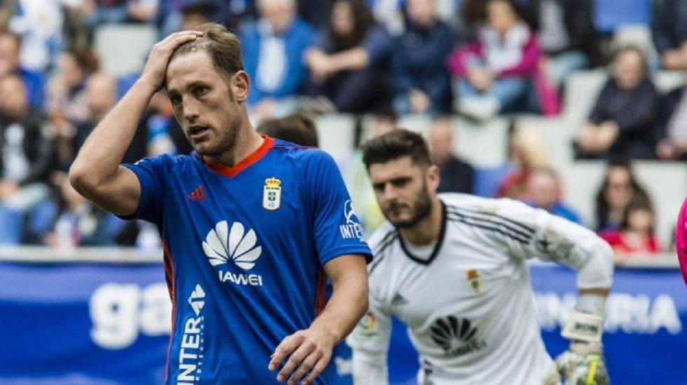 Juan Carlos Carlos Hernandez Oviedo Horizontal.Carlos Hernandez y Juan Carlos durante el partido del domingo