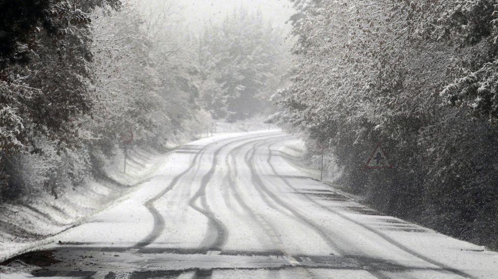 La carretera de Bóveda a O Incio estuvo casi impracticable a media mañana