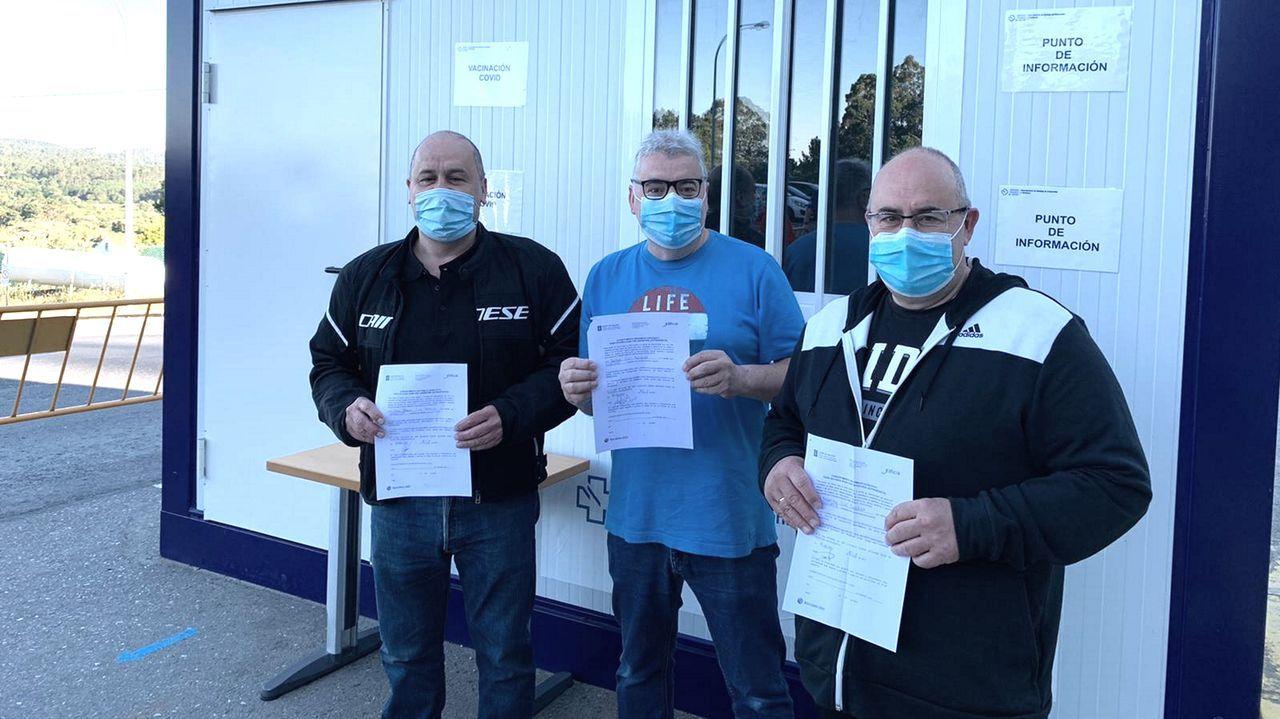 Los tres hermanos Lijó recibieron ayer la segunda dosis de AstraZeneca, por lo que tuvieron que presentar un consentimiento firmado