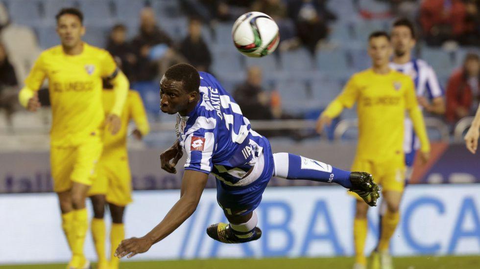 Diakité, llamado a competir por un puesto de central, apenas participó antes de abandonar el Deportivo a mitad de temporada.
