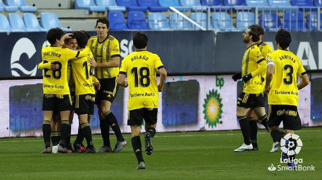 Los jugadores del Oviedo celebran el gol de Nahuel al Málaga