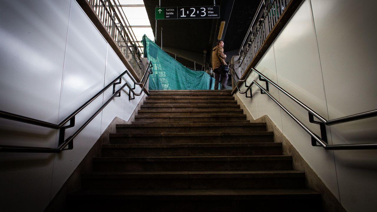 Un Alvia en la estación de Lugo