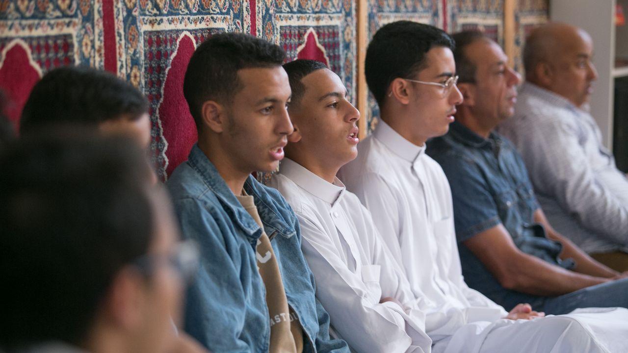 Los musulmanes de Lugo celebran la Fiesta del Cordero.En la frontera entre Marruecos y Mauritania llegan a formarse colas de quince quilómetros
