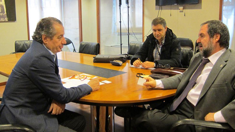 Obras en la variante de Pajares.Nicanor García junto al presidente del Colegio de Geólogos de Asturias, José Antonio Sáenz de Santa María