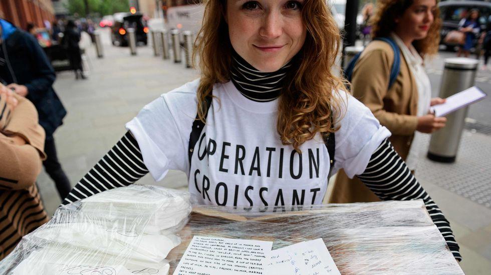 En contra ya favordel «Brexit».Miles de personas rindieron tributo an Trafalgar Square un emotivo homenaje a la diputada laborista asesinada Jo Cox.