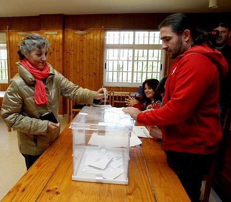 Lidia Senra (AGE) fue la única candidata de la comarca. Votó en Vedra y logró 288 apoyos.
