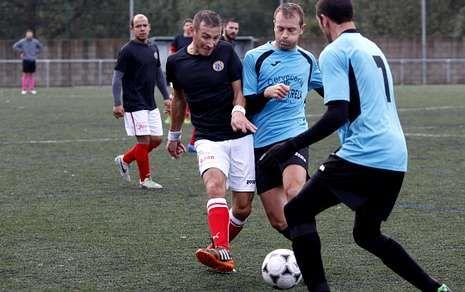 El Sporting Bértoa y el Coristanco protagonizaron uno de los partidos estelares de la jornada.