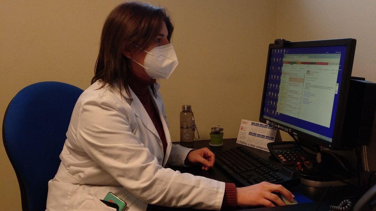 Rocío Torreiro Barrós. Enfermera supervisora de consultas . «En una montaña rusa» se ha sentido. Con mayor presión, «impotencia, angustia y dolor». En la primera ola «el riesgo se percibía más distante».