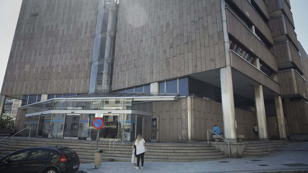 Inauguración del edificio de la Seguridad Spcial, en Viveiro.La ministra de Hacienda, María Jesús Montero, en una rueda de prensa tras el Consejo de Ministros