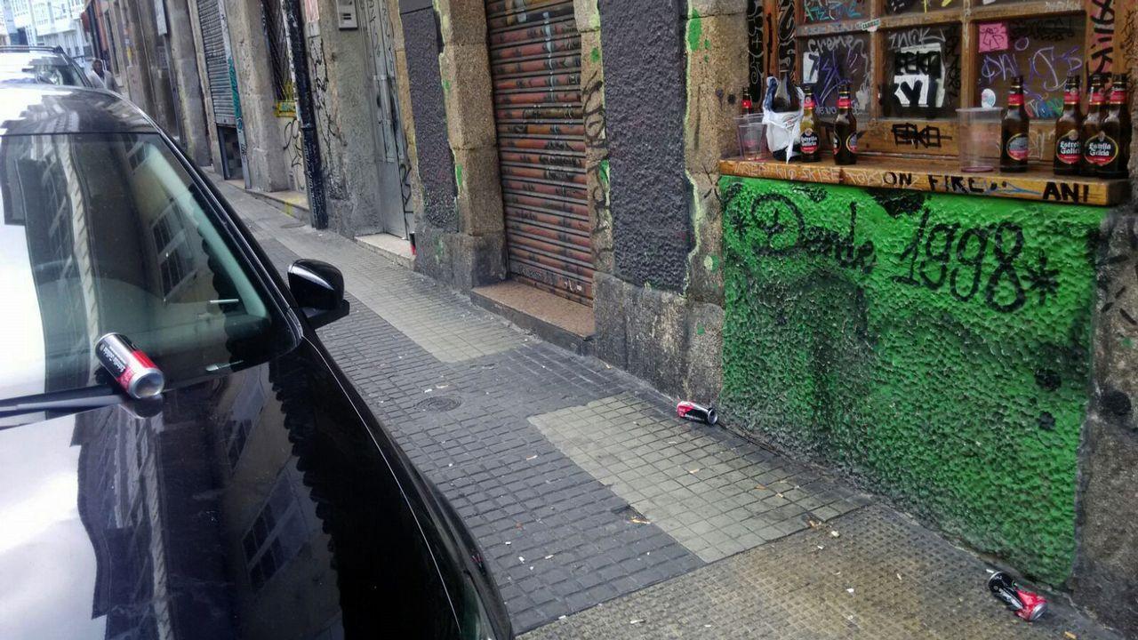 Imágenes en directo de los incidentes en Nueva York.La basura y las pintadas son habituales en la travesía Cordonería