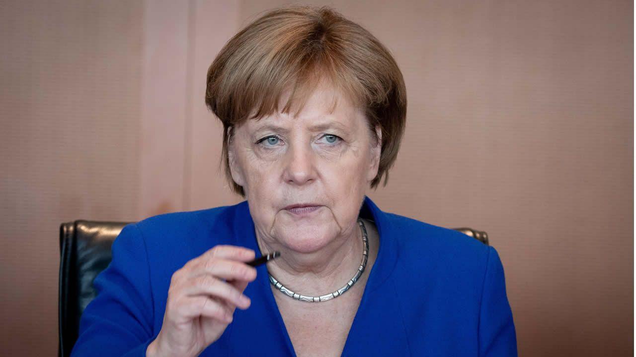 Trump intenta bromear con Merkel después de convertirla en la diana de su furia