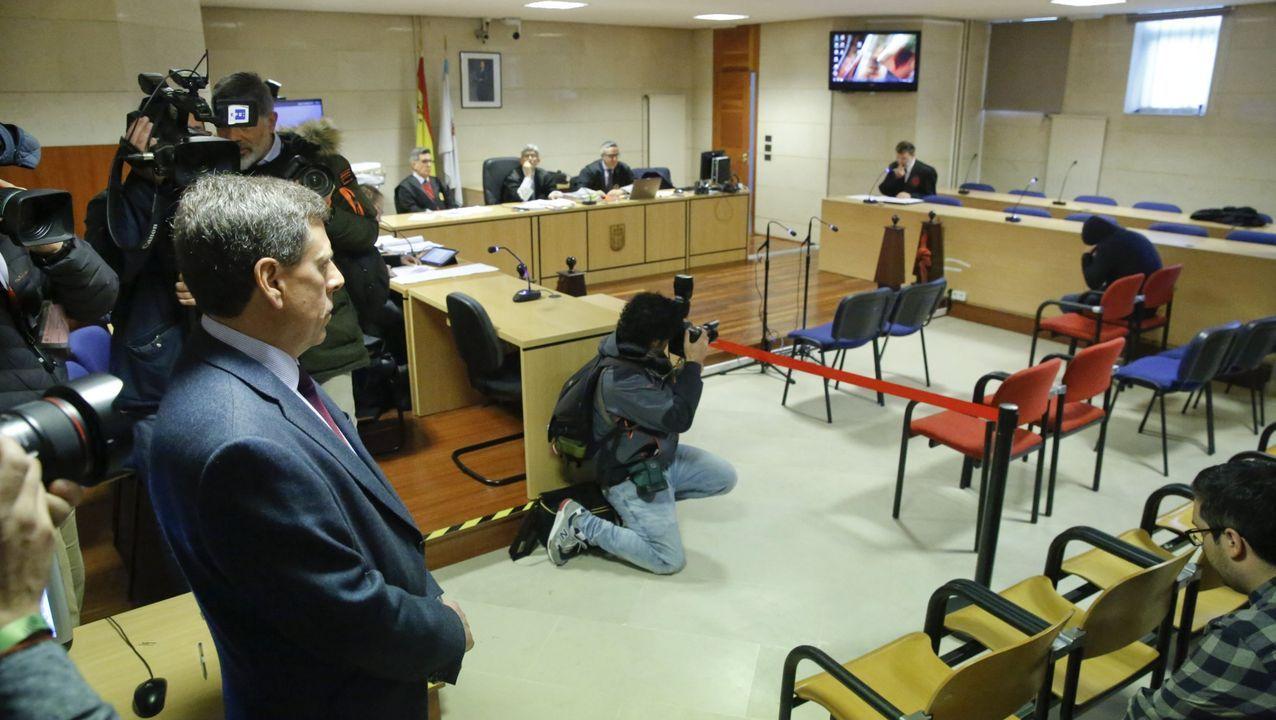 El padre de Diana mira a Abuín Gey en el juicio por el caso del intento de rapto y violación de la joven de Boiro