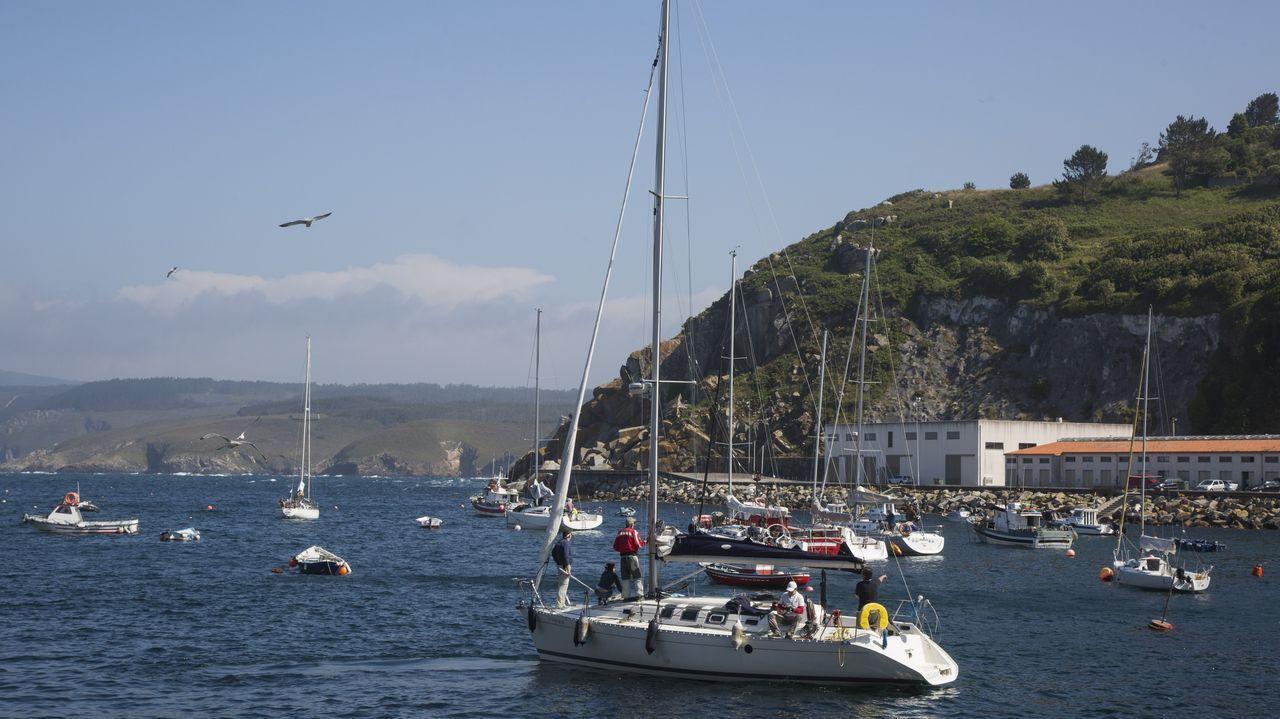 La regata Sisargas, en imágenes.El barco del jeque llegó a la ría el 28 de marzo y desde entonces permanece atracado en la estación marítima