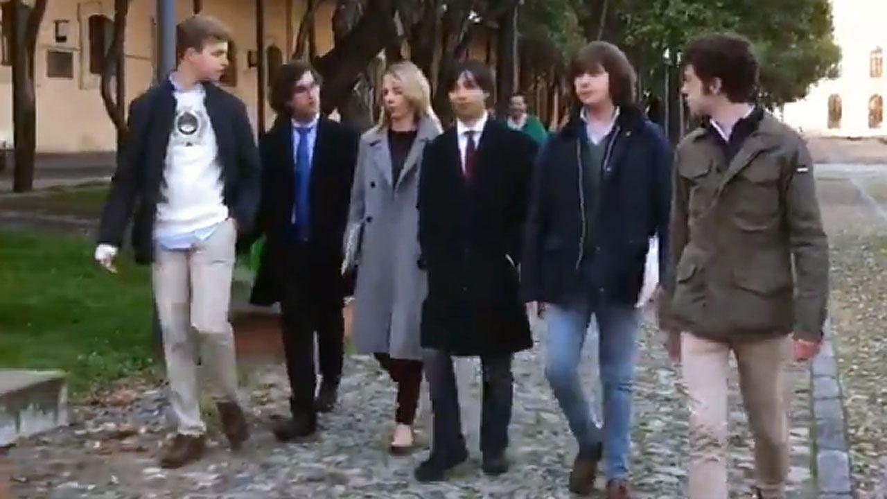 Cayetana Álvarez de Toledo y los estudiantes.Laura Pérez Macho