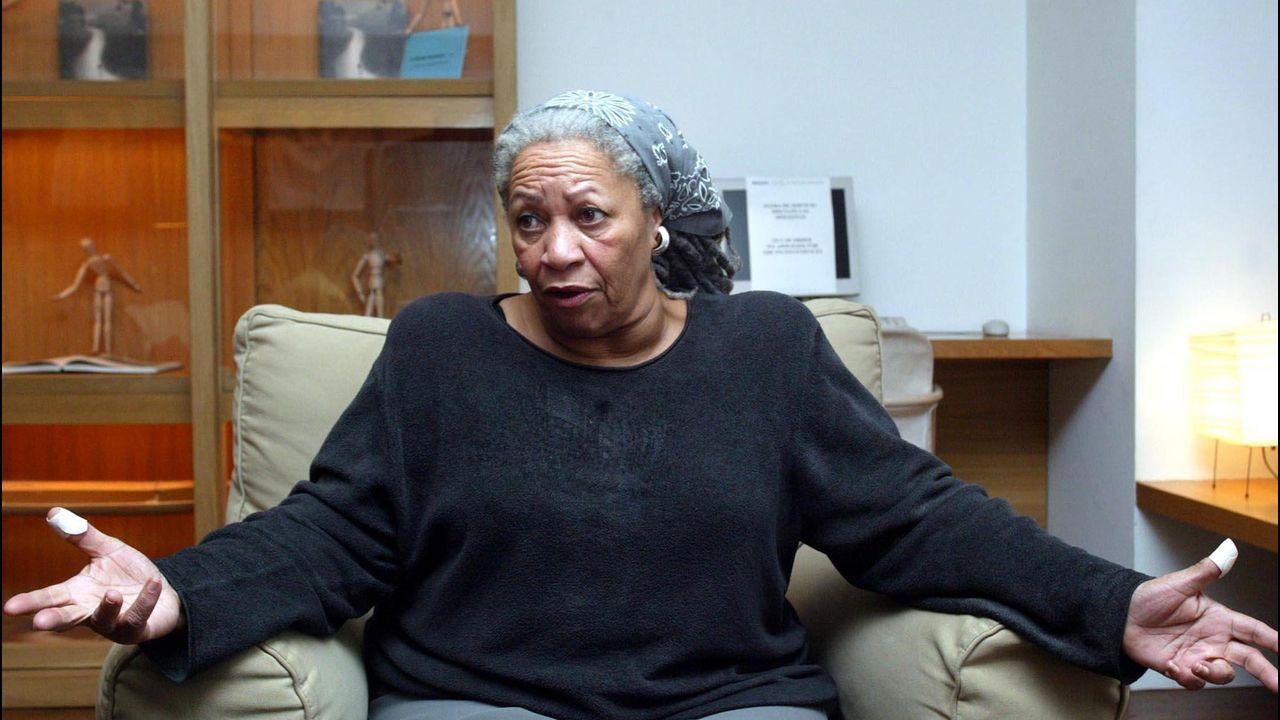 Presentación del libro de José Villacís en Boiro.La escritora afroamericana, durante la entrevista con La Voz realizada en Madrid en mayo del 2004