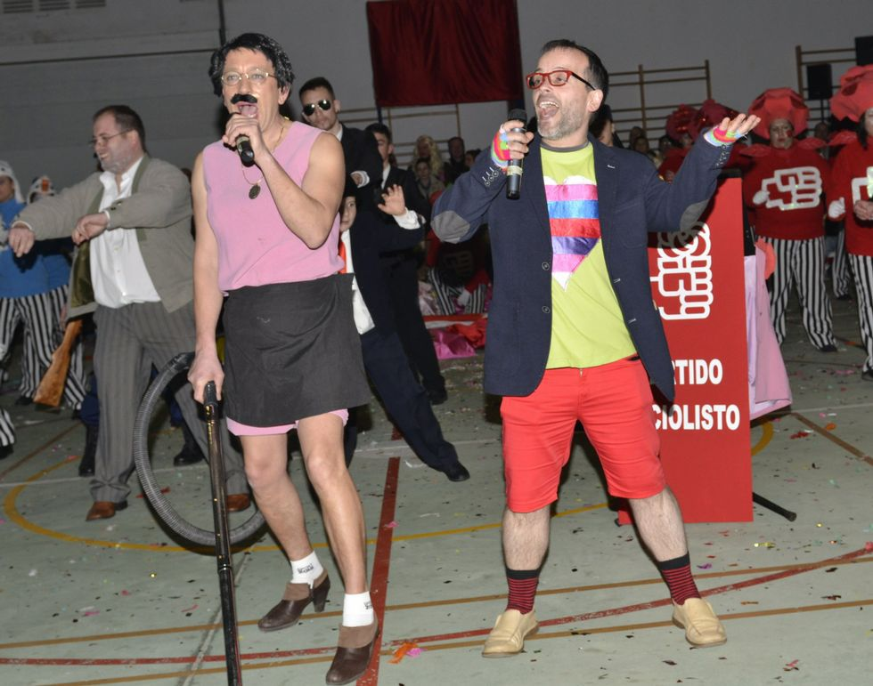 El edil del BNG de Cee Serxio Domínguez emuló de forma activa al televisivo Jorge Javier Vázquez en la comparsa de Lires.