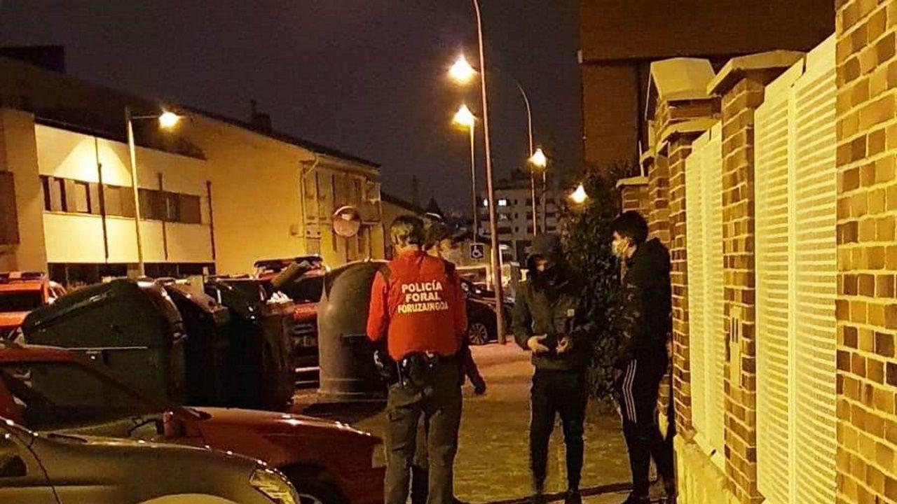 Un grupo de estética neonazi increpa a Iglesias en Coslada.El presidente de la Junta de Andalucía, Juanma Moreno Bonilla