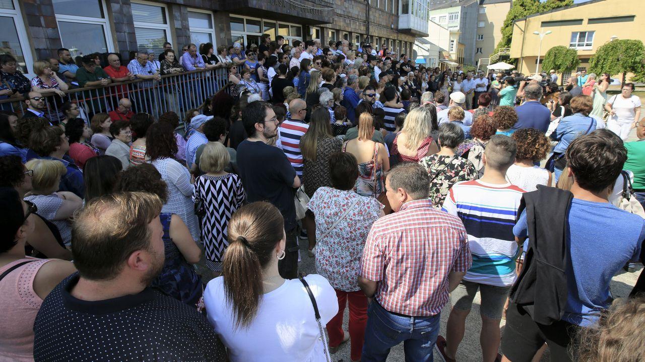 Concentración de repulsa del asesinato machista frente al ayuntamiento de Vilalba