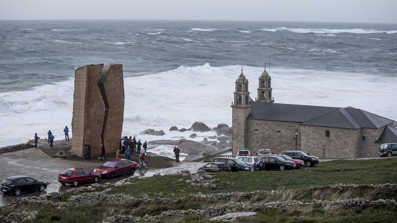 La alerta roja en el mar dejó imágenes impactantes por toda la Costa da Morte