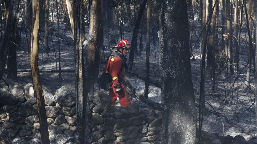 Máxima preocupación por dos incendios descontrolados en Galicia