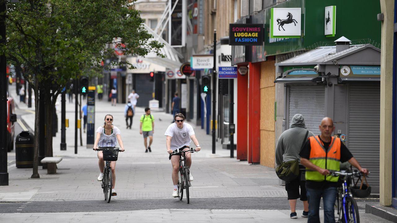 Las bicicletas se adueñan de la mítica Oxford Street, una de las calles más concurridas de Londres