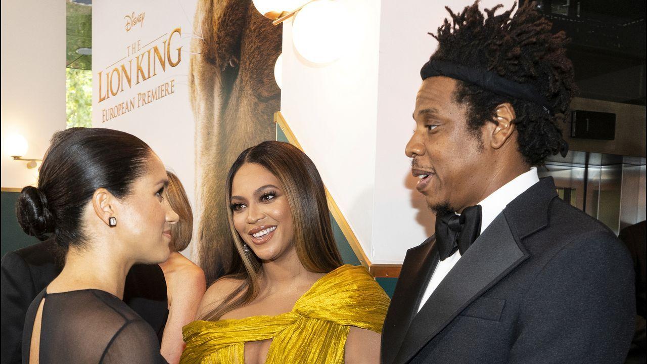 El encuentro entre Meghan Markle y Beyoncé.Portadas que Melovaz ha manipulado eliminando las imágenes de Lady Gaga y Rosalía, dejando solos a Bradley Cooper y Ozuna, respectivamente