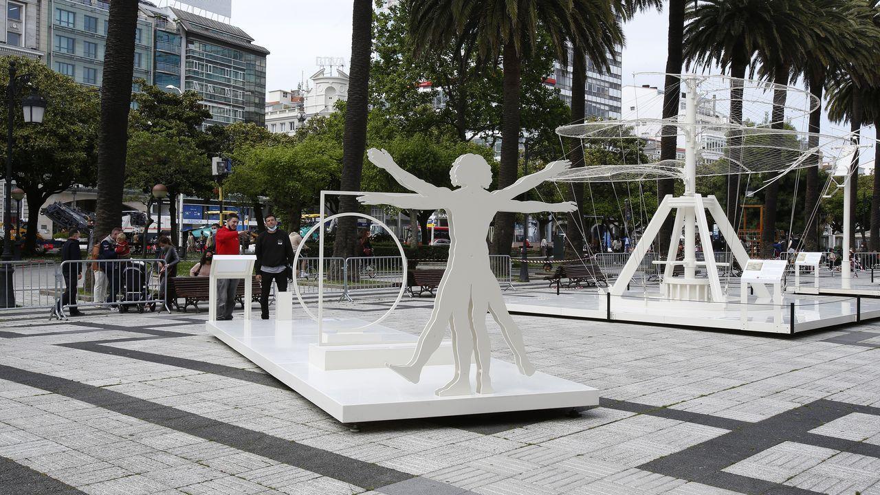 La obrade Leonardo Da Vinci se instala enlos jardines de Méndez Núñez.Audiencia Provincial
