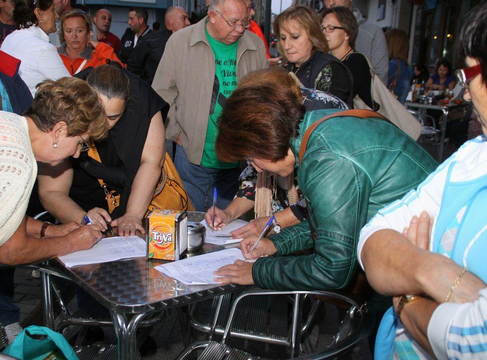 <span lang= es-es >Más de 8.000 firmas</span>. La marcha de ayer, la segunda que se convoca para pedir la reflotación, sirvió también para seguir reuniendo firmas que apoyen la reivindicación. Por ahora llevan más de 8.000.