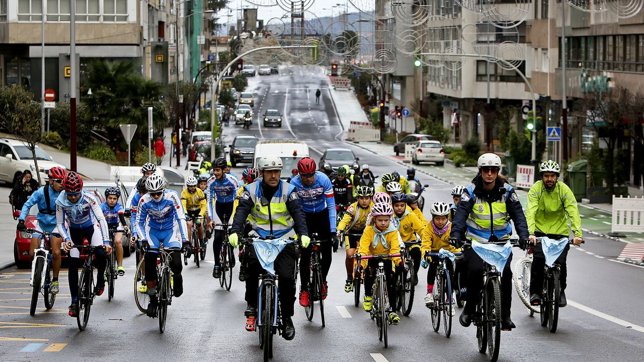 Radar de tráfico.Ciclistas participantes este domingo en un acto de homenaje a las víctimas de accidentes de tráfico en Vigo