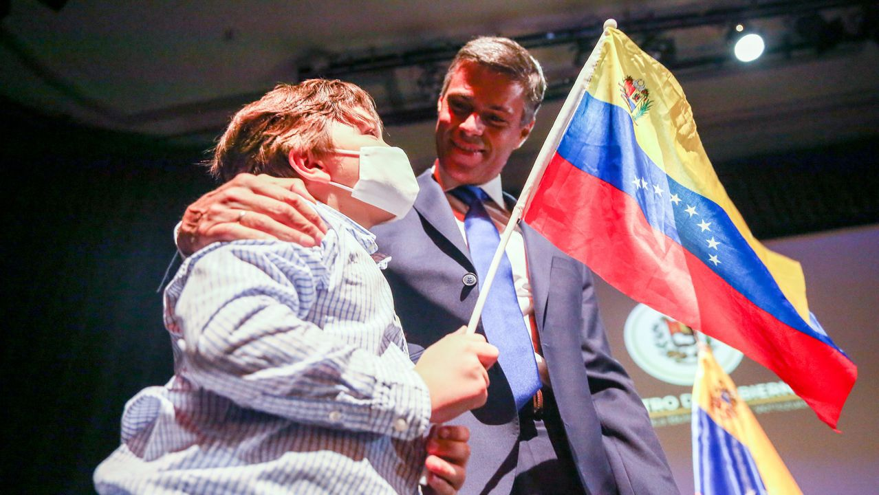 Leopoldo López, con su hijo, en un acto en Madrid