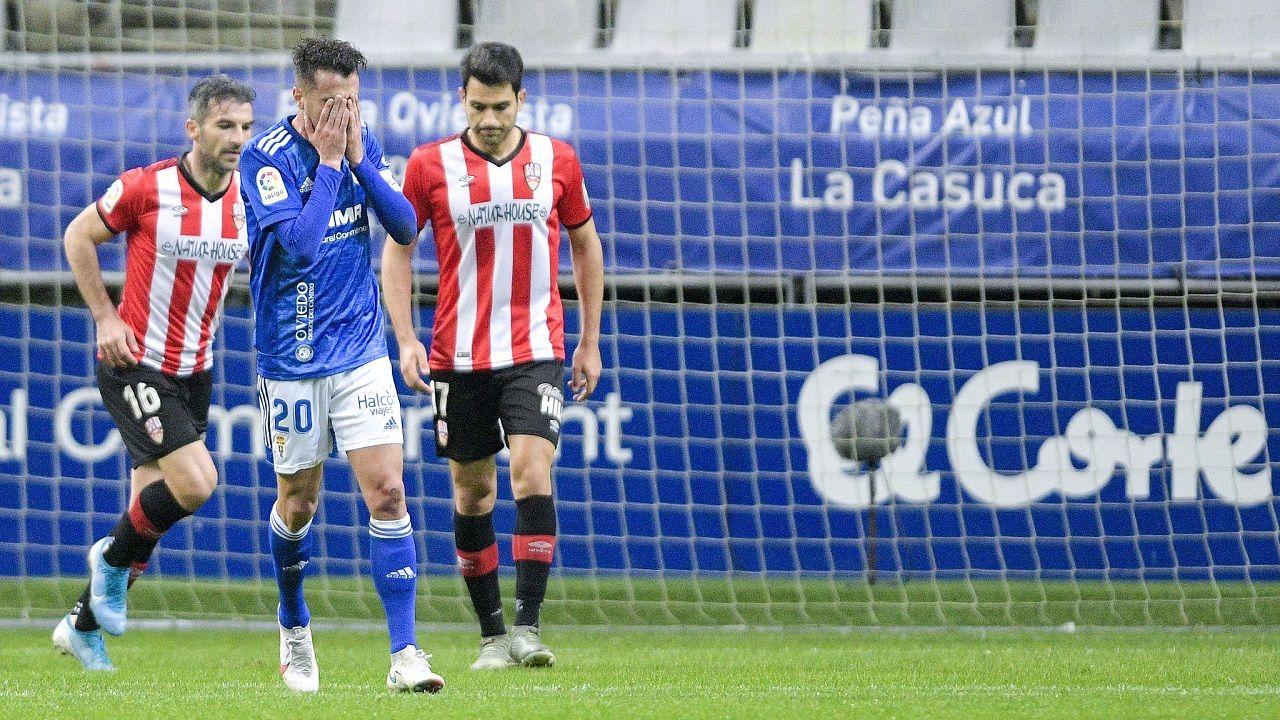Gol Borja Sanchez Mariño Sporting Real Oviedo El Molinon.Sergi Tejera se lamenta de una ocasión fallada ante la UD Logroñés